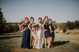 des photos de groupe lors d'un mariage
