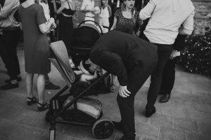une photo amusante d'un mariage