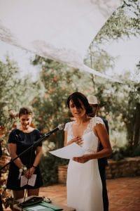 une mariée qui chante