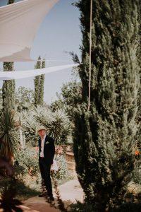 le témoin d'un mariage qui attend