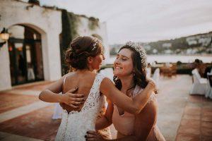 une mariée avec ses demoiselles d'honneur